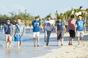 Players enjoy the white sandy beaches in Nassau, Bahamas before the competition. Photo c/o Blizzard