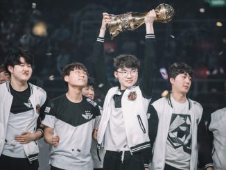 Picture of SKT with trophy